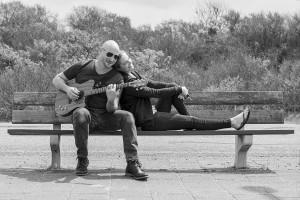 loveshoot-bankje-gitaar